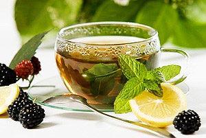 Bere un sacco di tè.