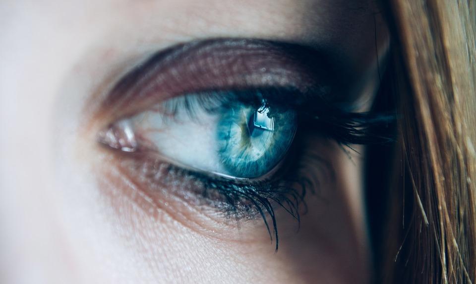 Suggerimenti mantenere la salute degli occhi in età di 20 e 30 anni