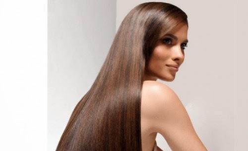 Una causa comune di diradamento progressivo dei capelli nelle giovani donne è la sindrome ovarica policistica